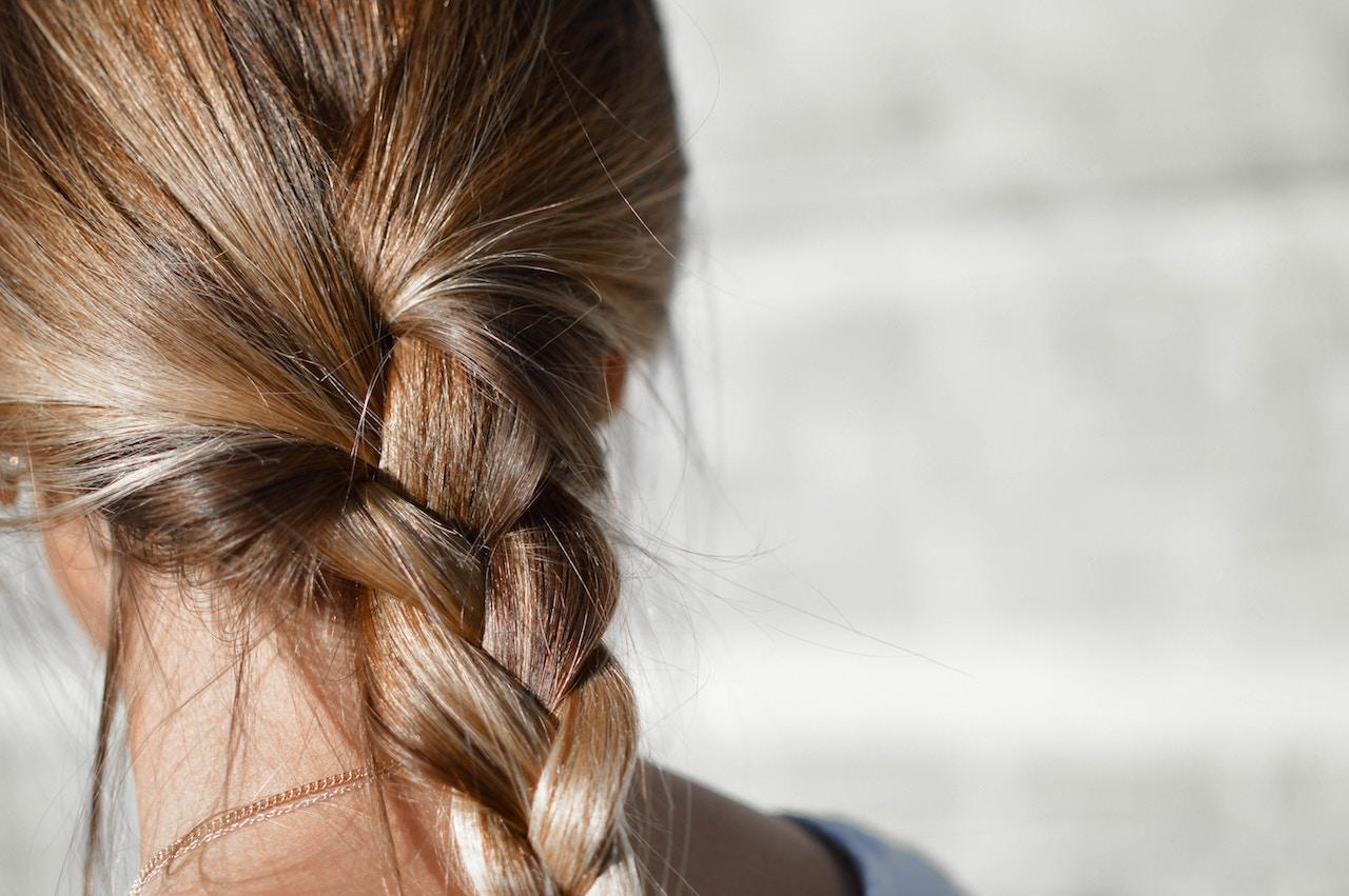 pielęgnacja włosów podczas snu
