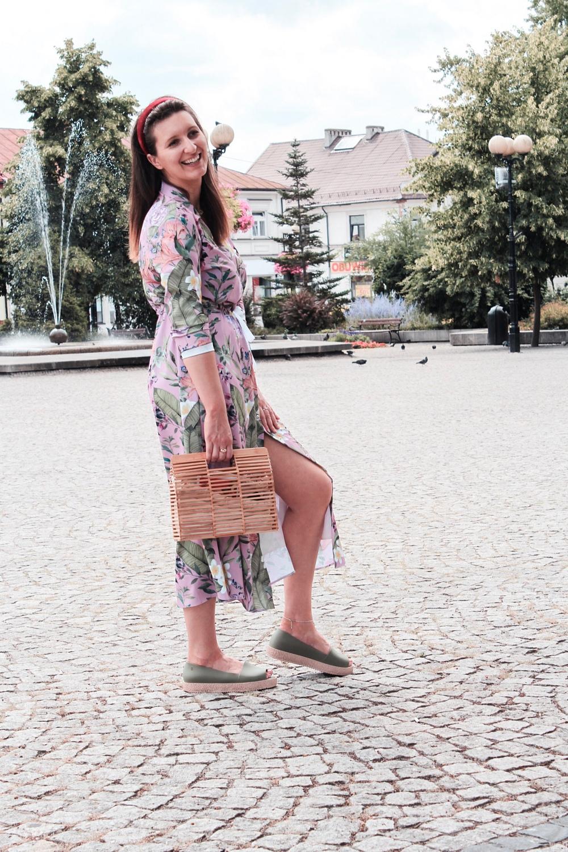 Sukienka maxi w kwiaty na lato blog