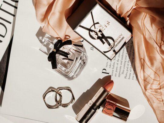 Najlepsze damskie perfumy na wiosnę na każdą kieszeń – jakie wybrać?